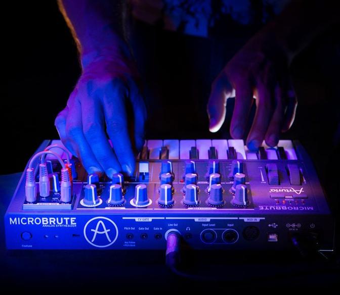 Monofoniczny syntezator analogowy