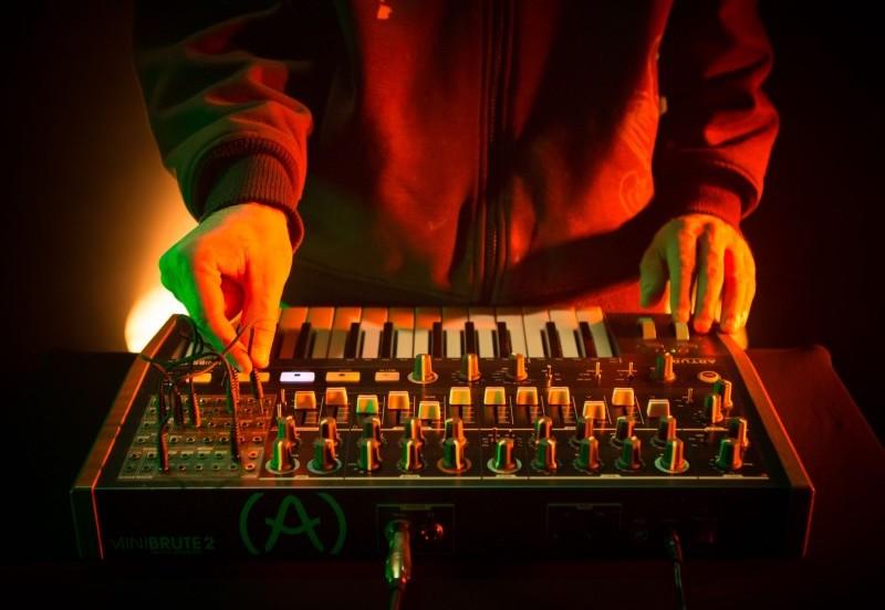 Arturia Minibrute 2 - analogowy syntezator semi-modularny
