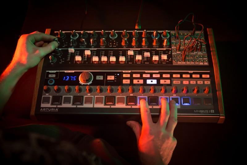 Arturia MiniBrute 2S - analogowy syntezator semi-modularny